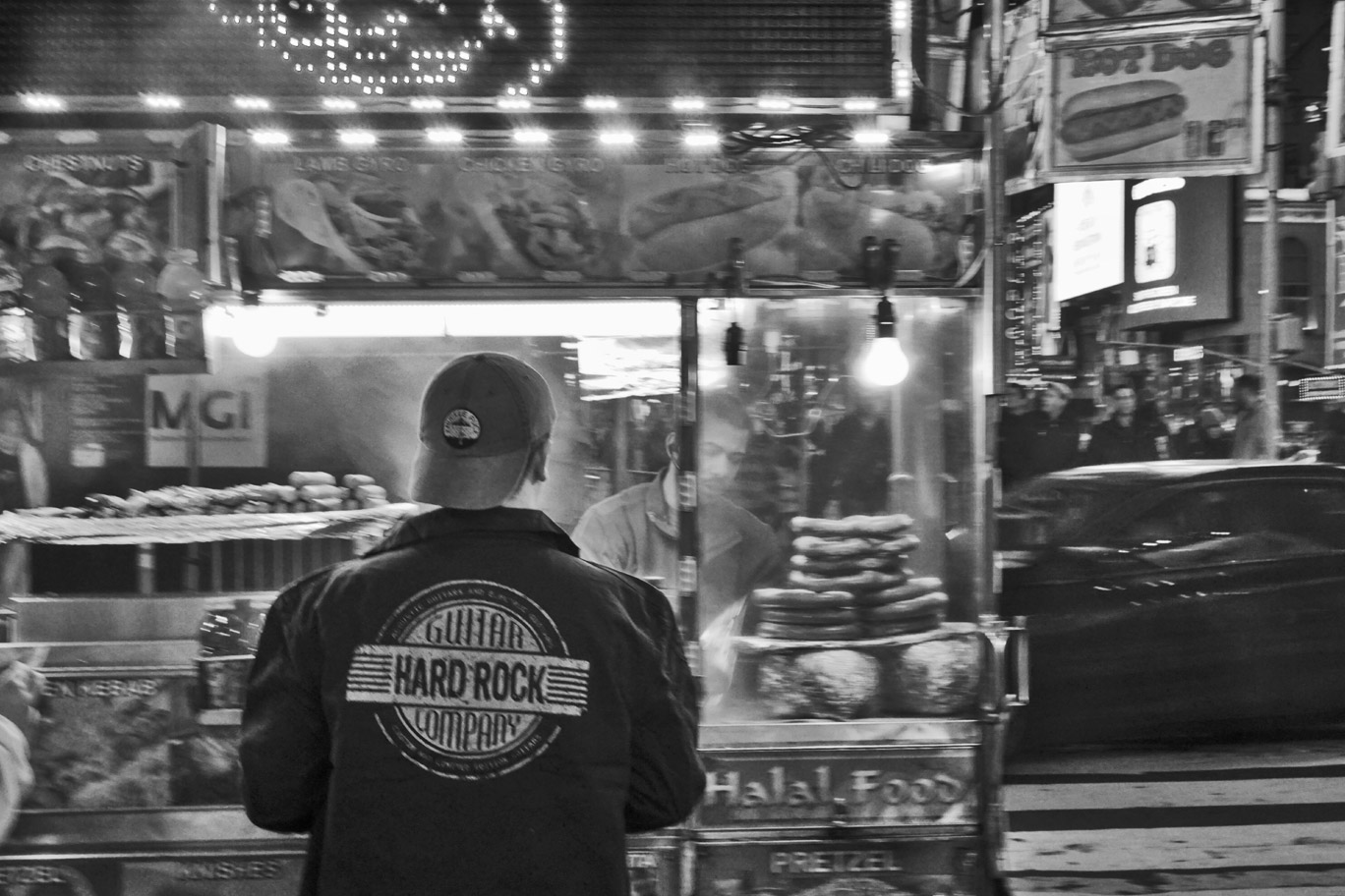 Tourist at a New York food stand